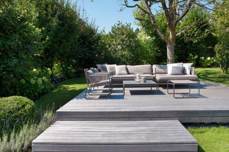 Lounge auf Holzdeck