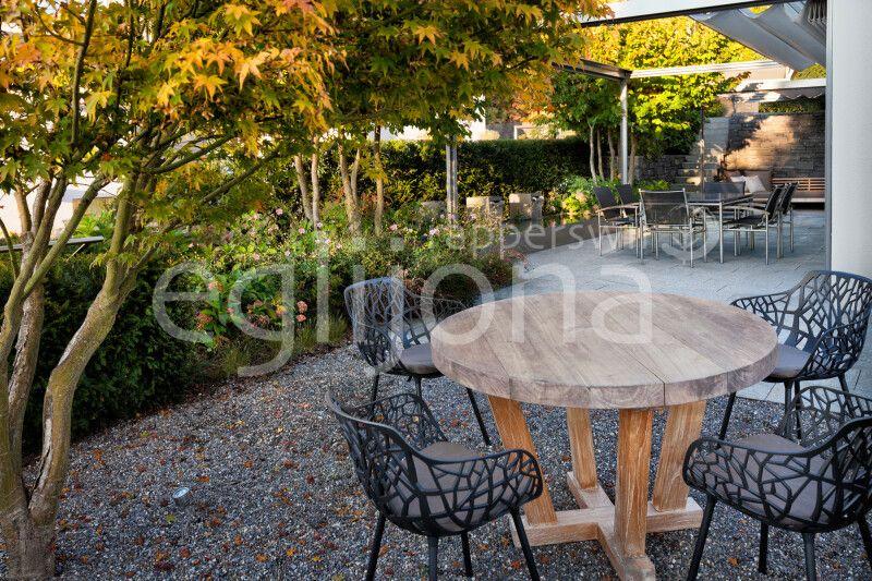 Sitzplatz mit Kies im Familiengarten