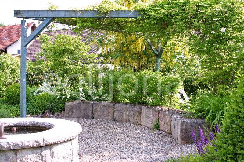 Gartensitzplatz mit Brunnen