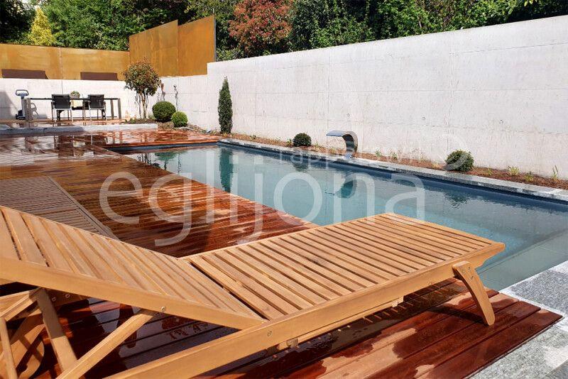Moderne Gartengestaltung mit Living Pool, Zürcher Obersee