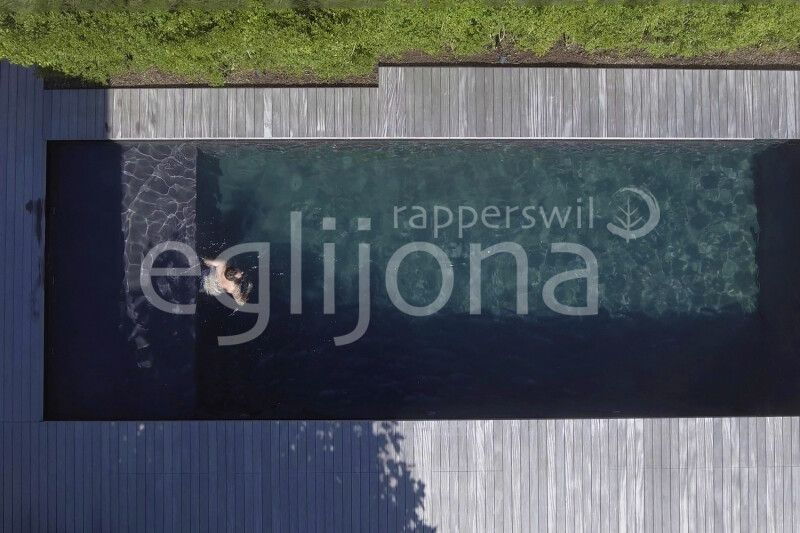 Naturpool Swimming-Pool mit Feinsteinzeug