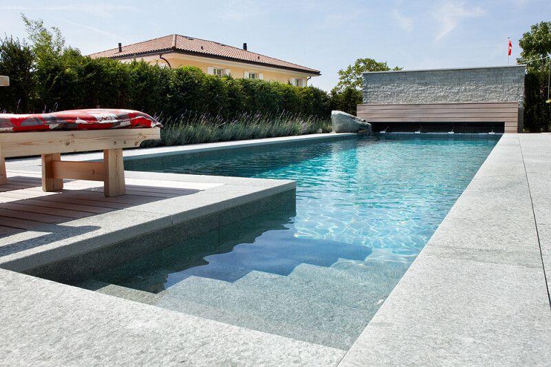 Swimming-Pool mit Naturstein-Auskleidung